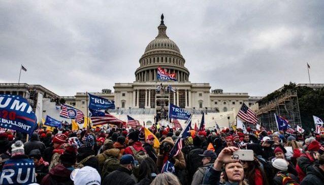 Scontri  a Washington pro Trump: Per chi avresti votato tra Trump e Biden?